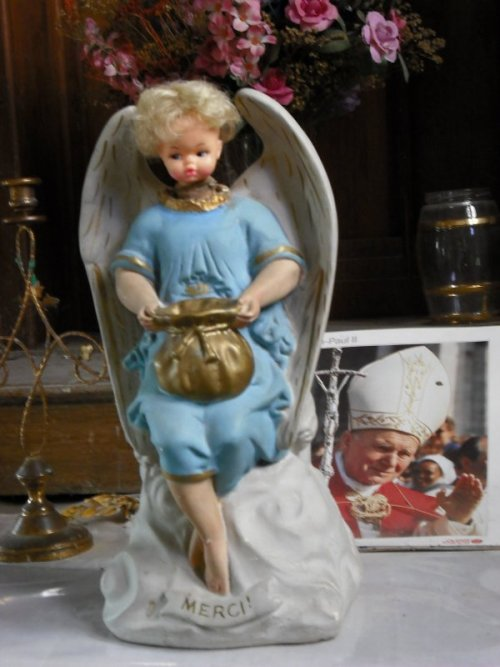 Drosnay church kitch Mary-doll small.JPG