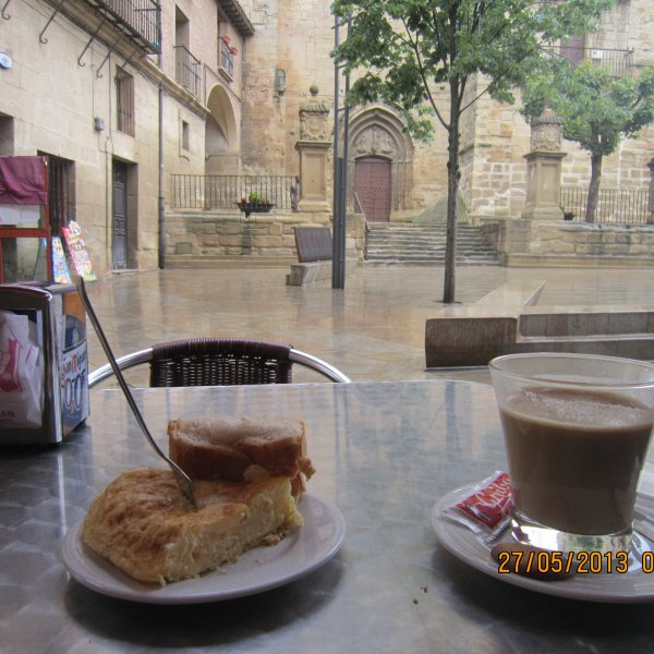 Even a wet morning in Viana has its pleasures.