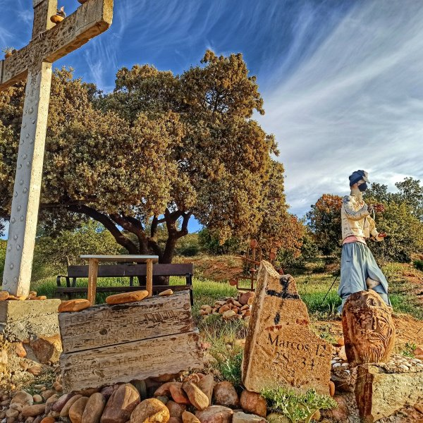 """Near Santibáñez de Valdeiglesias, this """"altar"""" has been there for 15 years at least!"""
