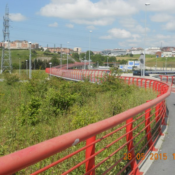Red cycle route out of Portugalete