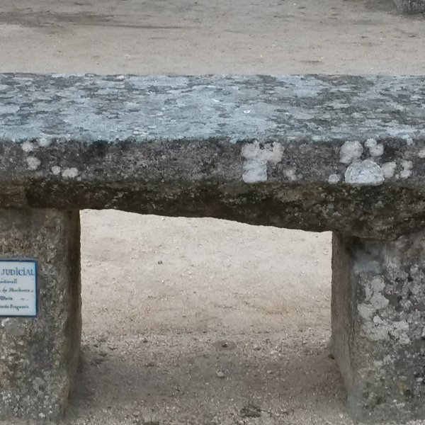 Medieval courtbench