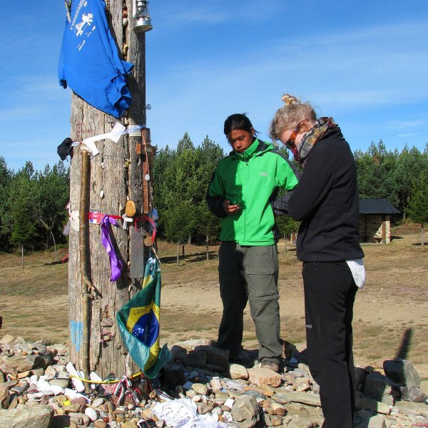 The moment of prayer at Cruz de Ferro