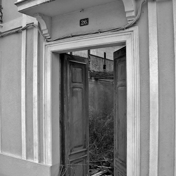 """""""Beautiful Facade, interior in need of some repairs.!"""