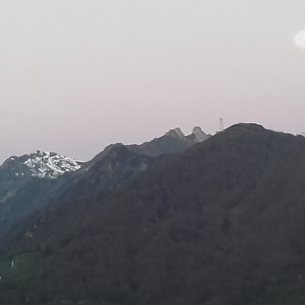 Moonset at 7am from albergue window