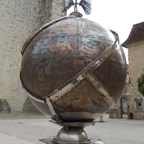 History behind this sculpture on plaza in Lectoure between Cathedral and Tourism office. (Chemin 2013)