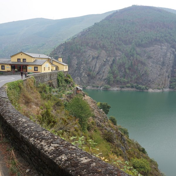 Hotel Las Grandas above the Salime Reservoir
