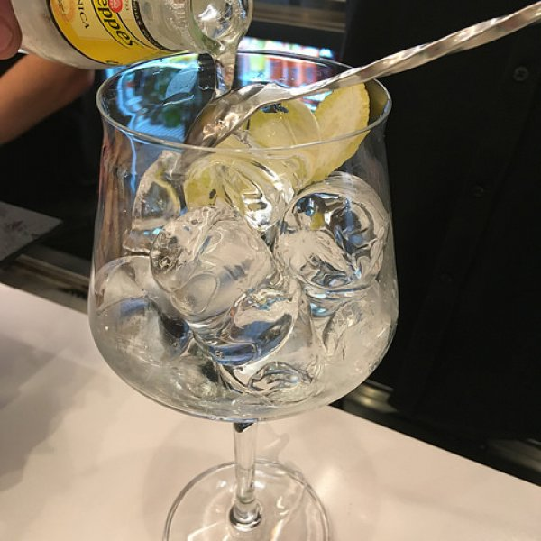 How to pour a G and T Camino Style.jpg