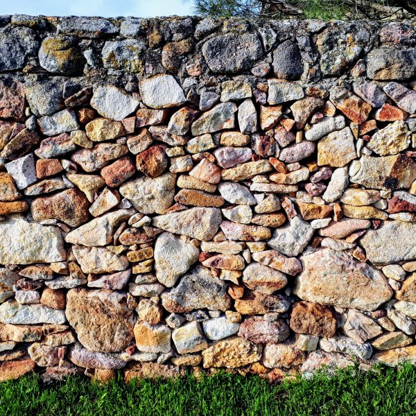 VdlP: Newly cleaned stone wall