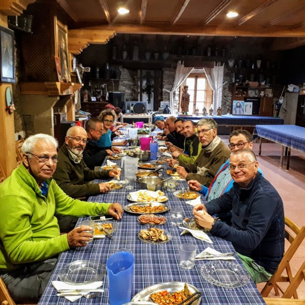 VdlP: Evening meal at Albergue parroquial de peregrinos - Fuenterroble de Salvatierre
