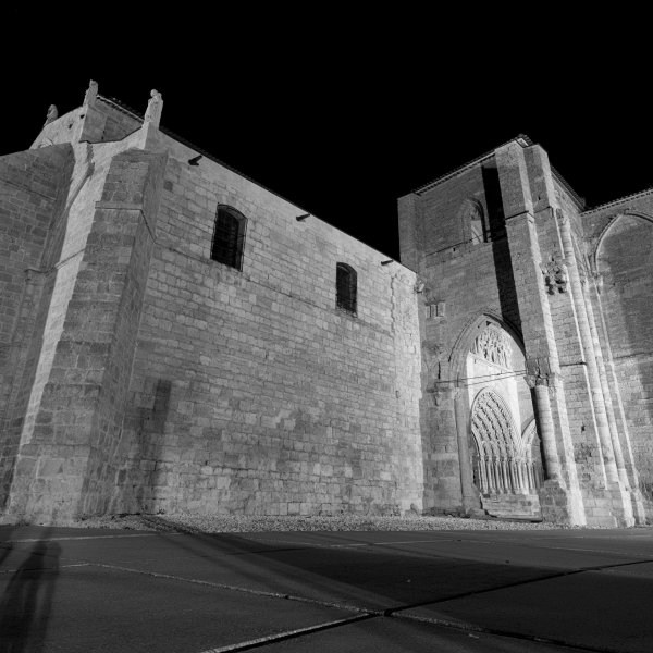 Iglesia de Santa María la Blanca at night